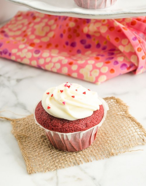 red-velvet-cupcakes-with-vanilla-cream-cheese-frosting3 | flavorthemoments.com