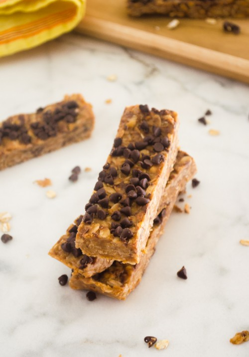 no bake peanut butter chocolate chip energy bars4 | flavorthemoments.com