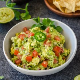 5-Minute Homemade Guacamole is a chunky, flavorful guacamole that will become your new go-to recipe! @FlavortheMoment