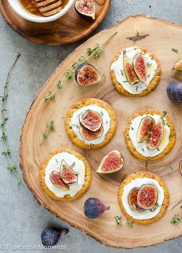 Honey Thyme Whipped Goat Cheese and Fig Bites are an elegant 5-ingredient appetizer that are perfect for entertaining! @FlavortheMoment