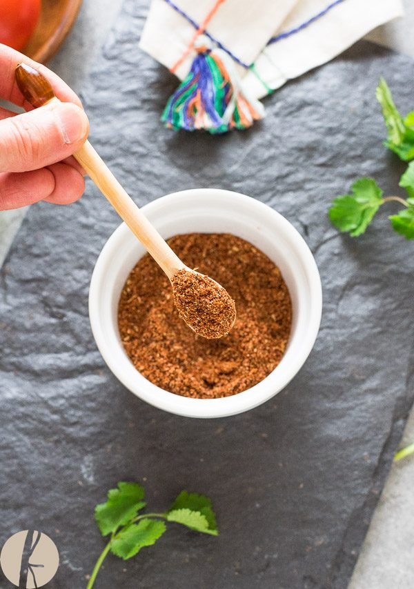 Homemade Taco Seasoning is a healthy Mexican spice blend that's perfect for your tacos, enchiladas, fajitas and so much more! #homemade #taco #seasoning #fajita #mexican #spice #healthy