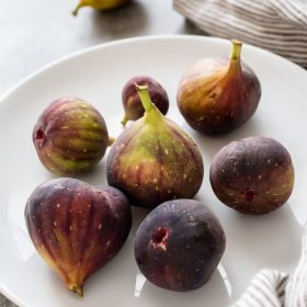 Produce of the Month Guide: Figs is an informative guide about fresh figs with a round up of 27 recipes!