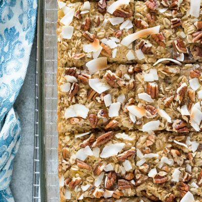 Hummingbird Cake Baked Oatmeal is a healthy, make ahead oatmeal bake with the delicious flavors of classic hummingbird cake! {GF, DF}