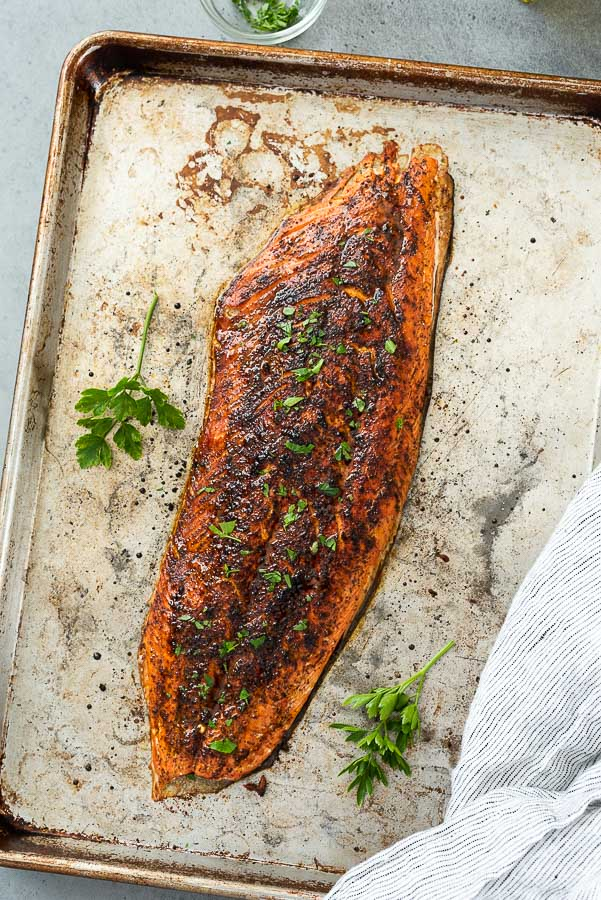 broiled salmon fillet with salmon dry rub and parsley