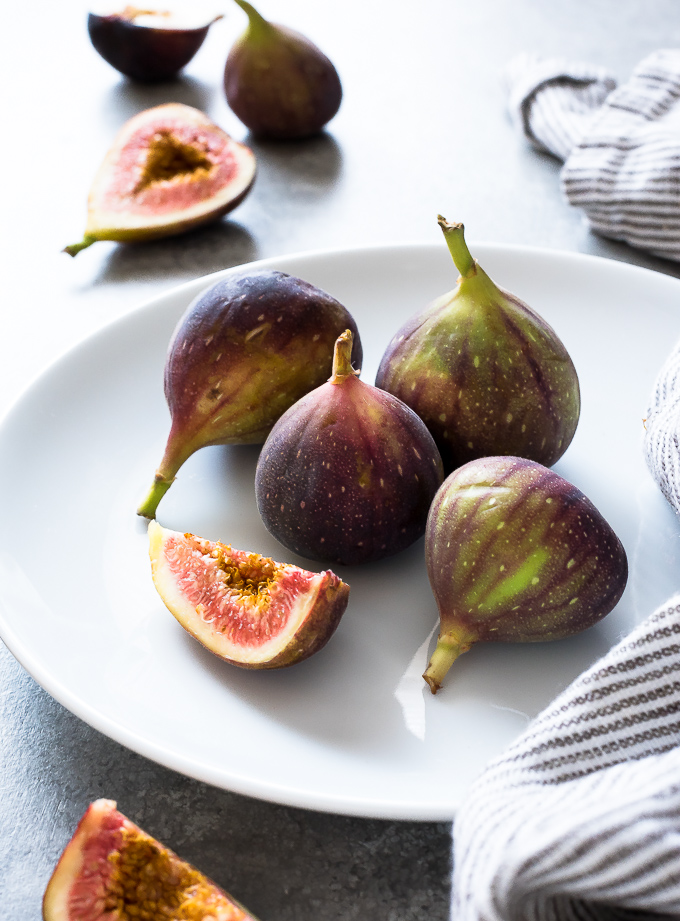 White plate with fresh figs in the center